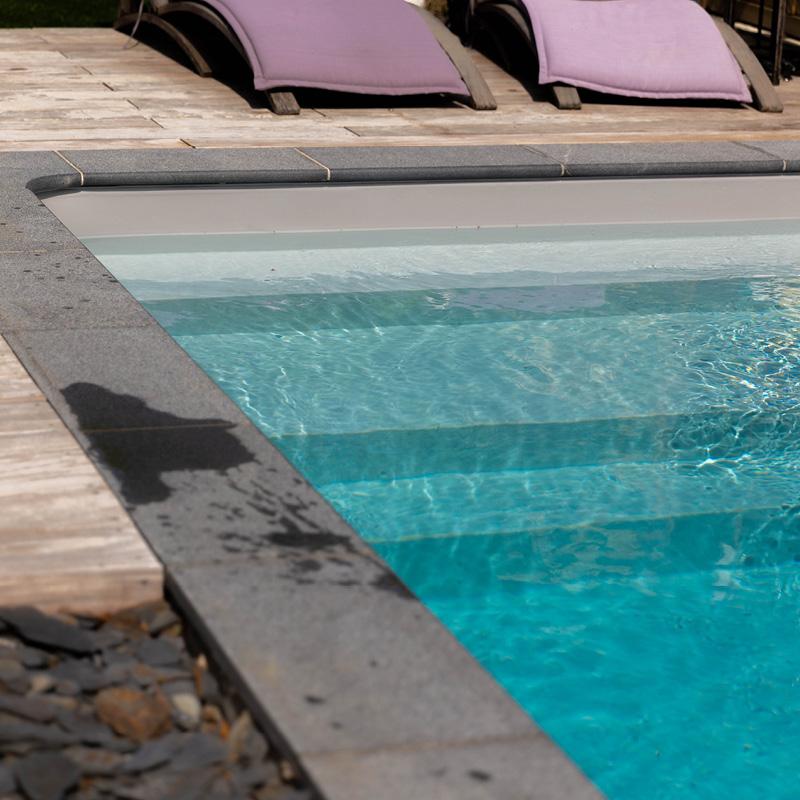 Erreurs à éviter : Pensez à baisser le niveau d'eau de votre bassin afin de ne pas altérer les équipements de votre piscine